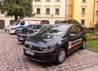 Ba chiếc xe Đức Phanxicô được bán đấu giá để giúp người tị nạn